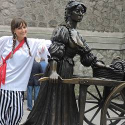 Molly Malone character at the Molly Malone Statue at a Creative Events Treasure Hunt
