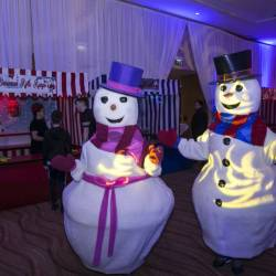 Two snowmen decorations at a Creative Events kids Christmas party